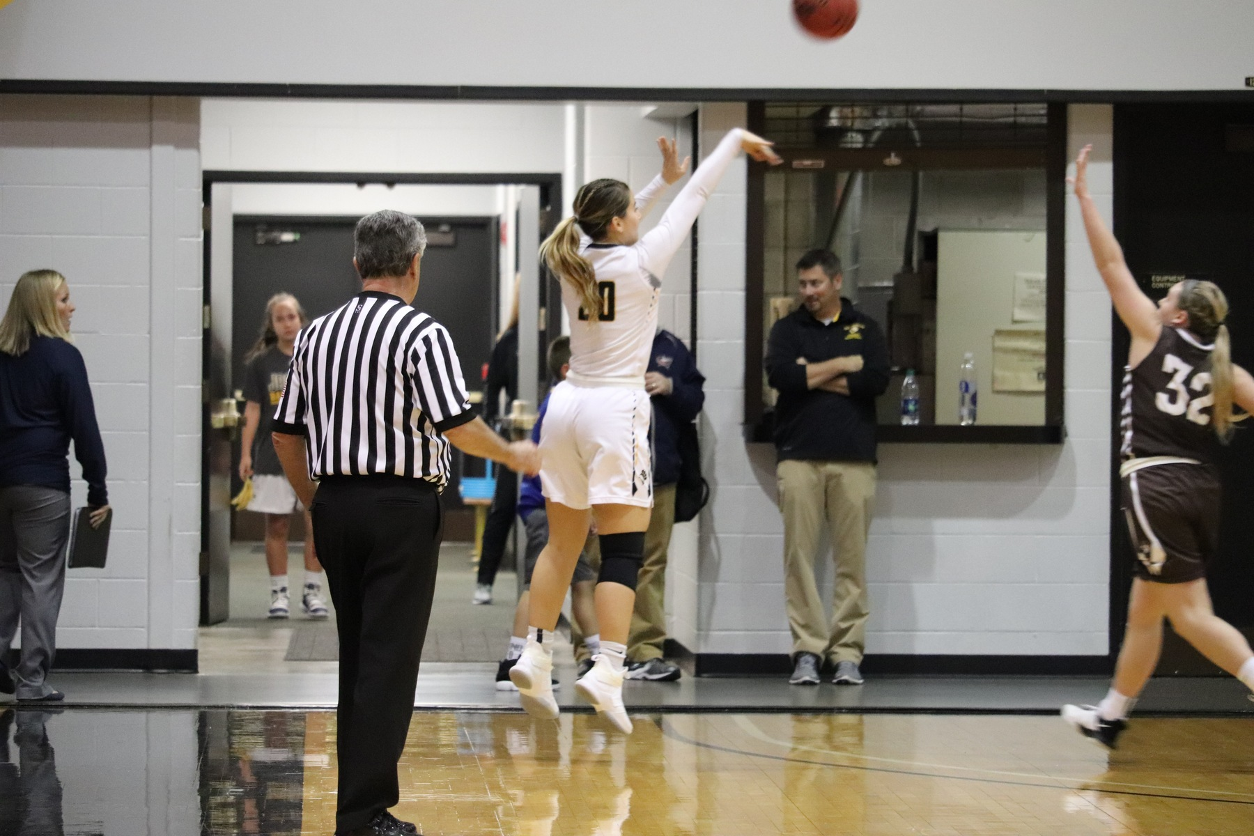 Fisher's Jumper Lifts Women's Basketball To 72-70 Win At Saginaw Valley