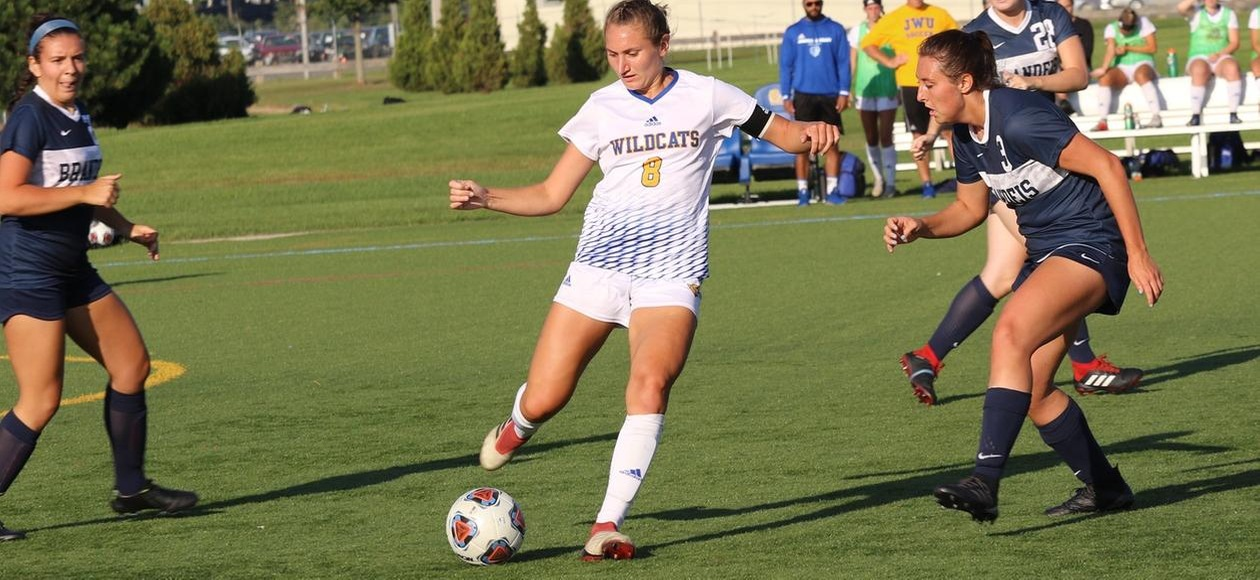 Women's Soccer Secures 10th Straight With Road Win