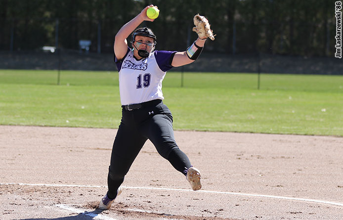 Softball Splits NE10 Twinbill with Assumption, Takes 8-7 Victory in Game Two