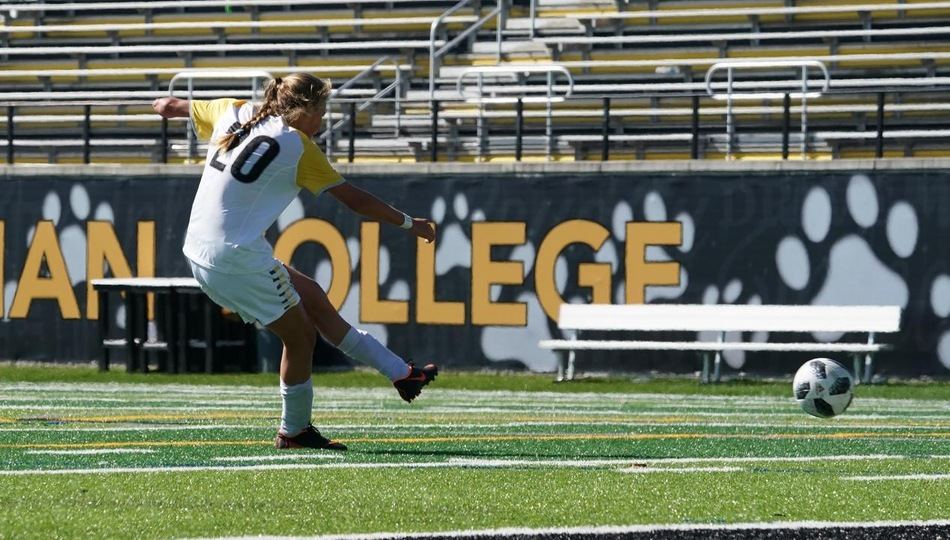 Women's Soccer Stays Unbeaten in Conference Play
