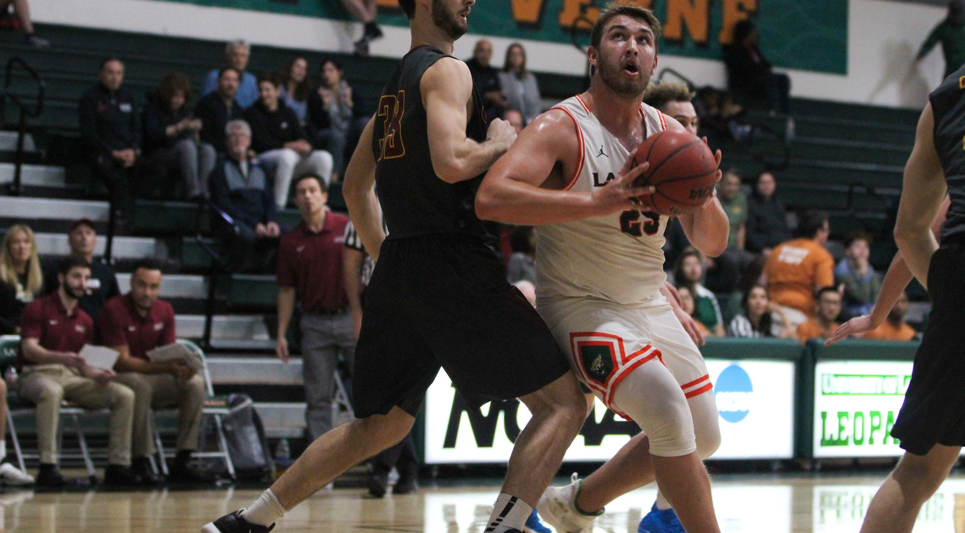 Men's Basketball falls to Linfield on the road