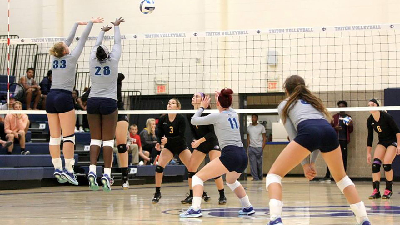 Tritons Split at Central Tournament
