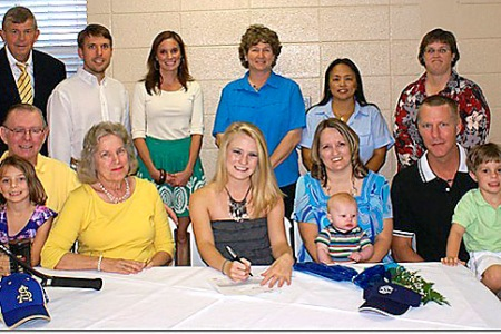 Pinnell inks with GSW tennis