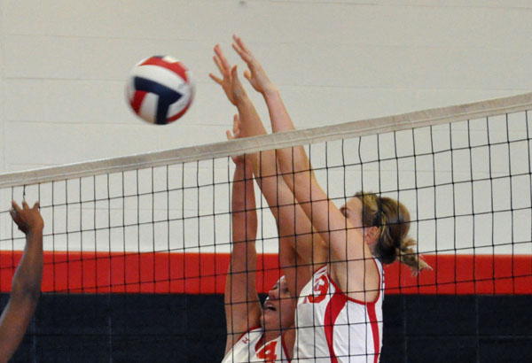 Volleyball: Panthers split two USA South matches