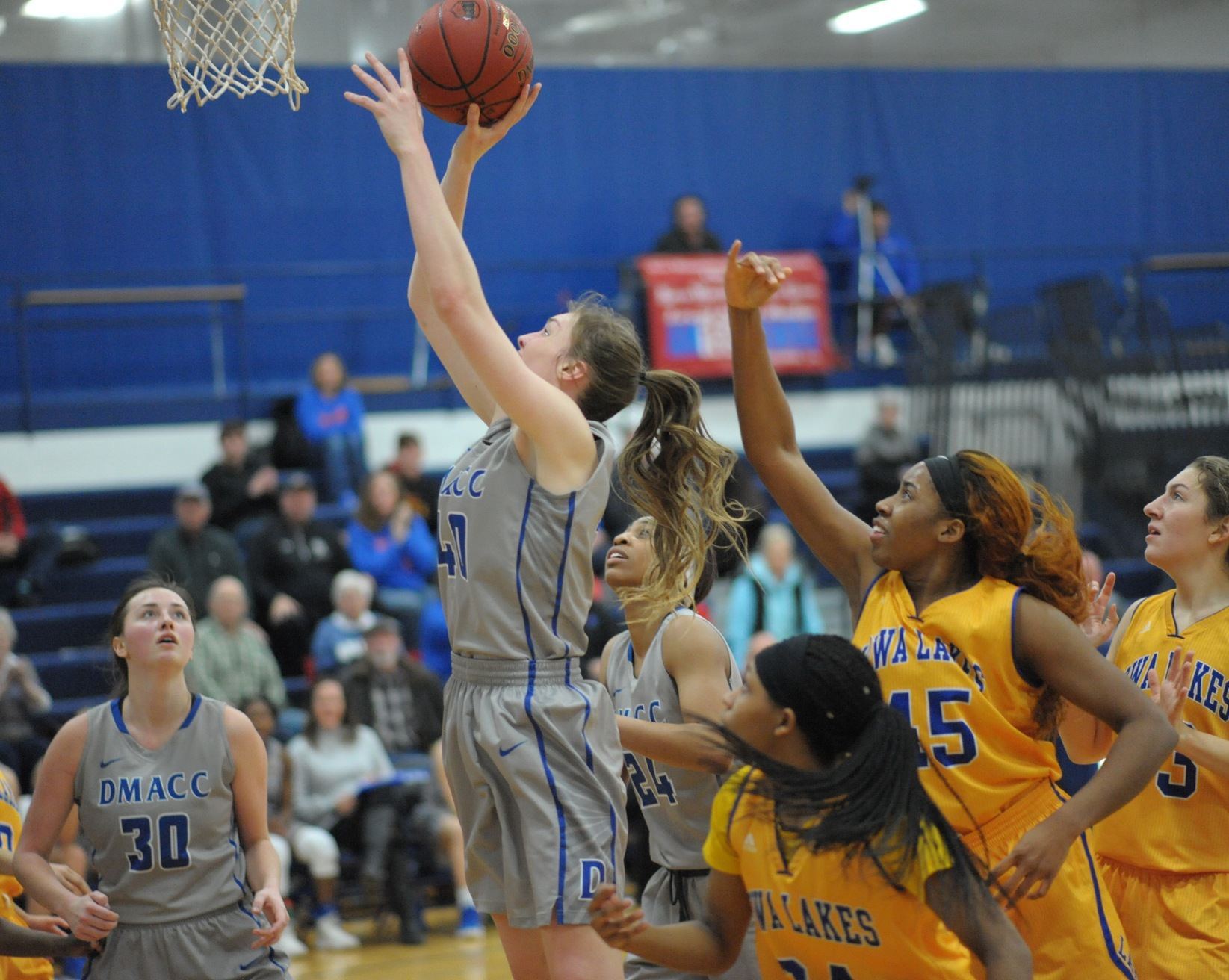 DMACC Women's Basketball Team Drops 69-55 Decision to ILCC