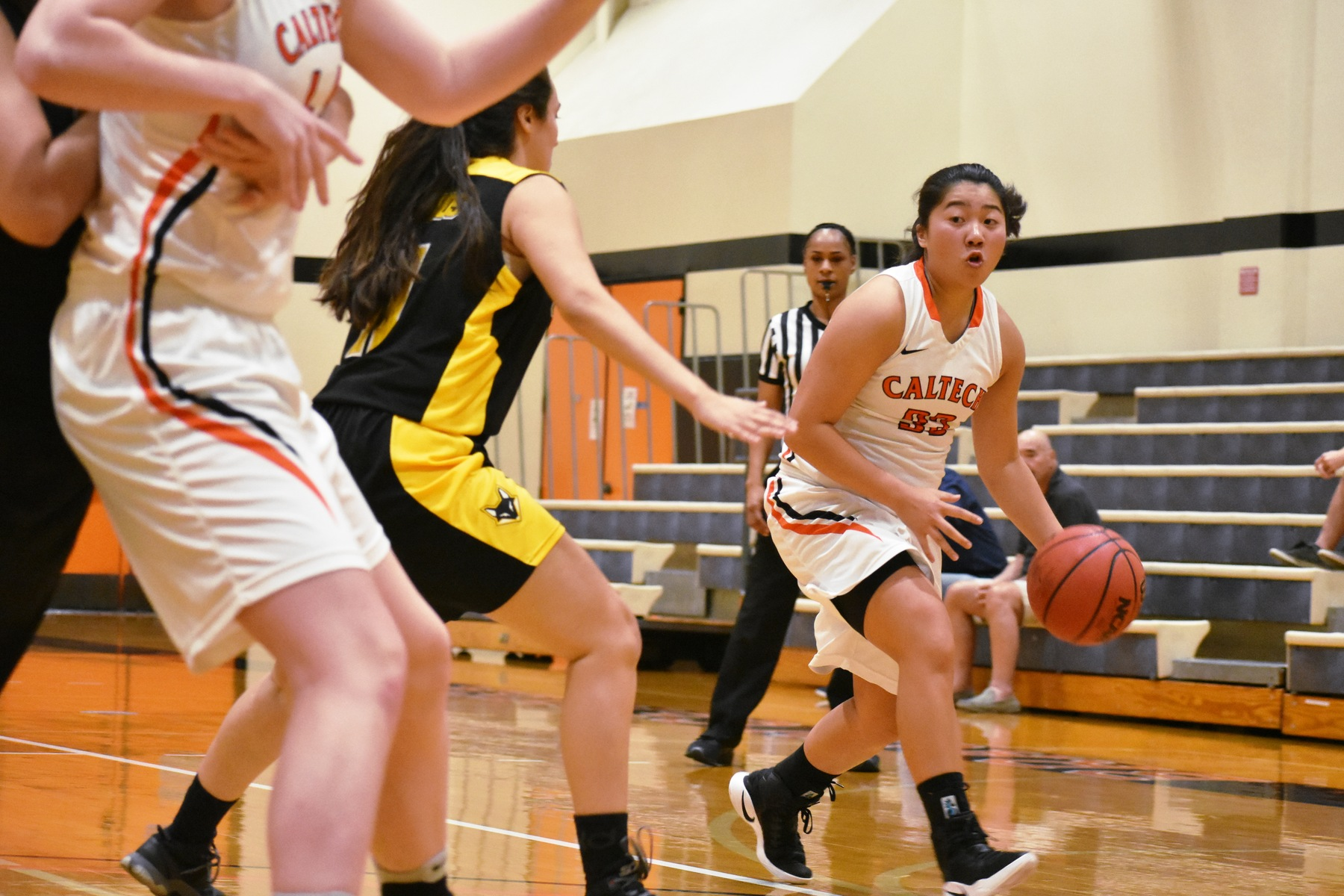 Women's Basketball Forces Nailbiter in Home Opener