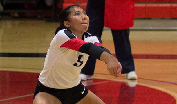 Volleyball Splits in Trimatch with Wheaton and Connecticut College