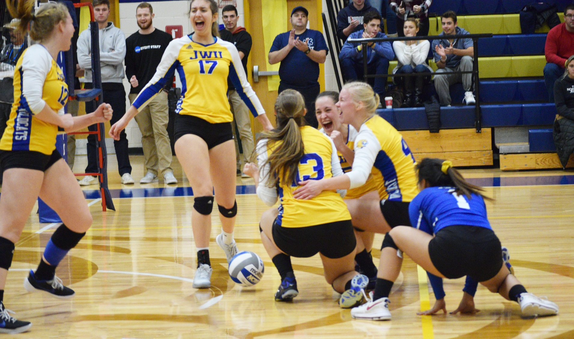 Women's Volleyball Opens NCAA Tournament with 3-0 Sweep of Elms