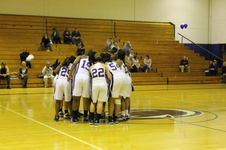 Dual Double-Doubles Lift Women's Basketball to Third Straight Victory