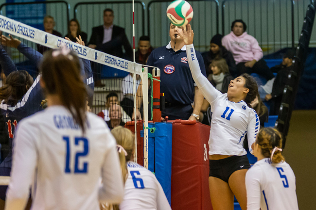 WOMEN'S VOLLEYBALL SWEEP LANCERS IN TIGHT SETS
