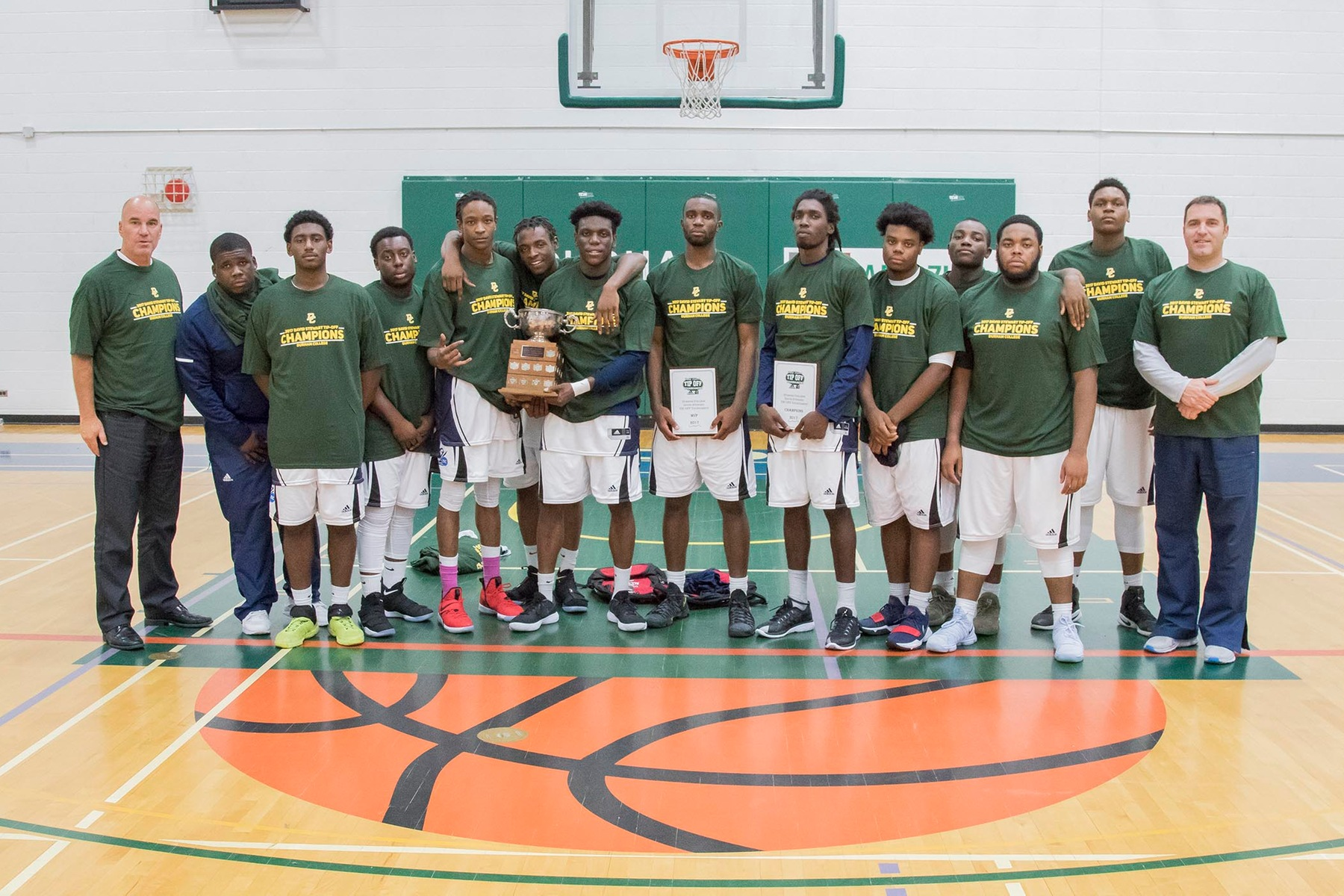 NEWS: Men's Basketball win Dave Stewart Invitational Tournament