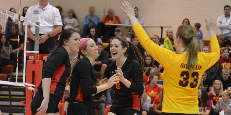 Volleyball finishes strong, beats Central
