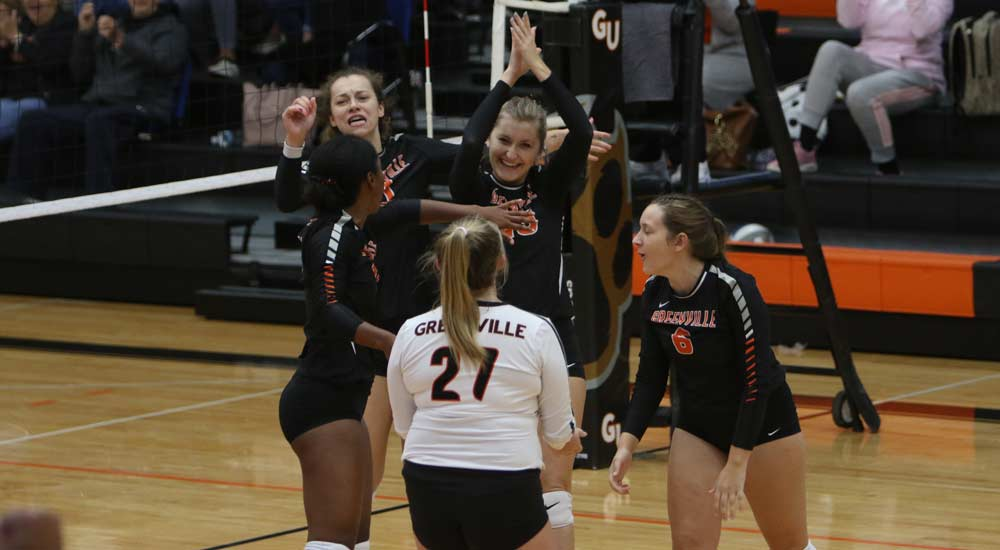 Women's volleyball moves back to the top of the SLIAC