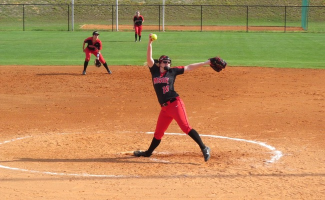 Softball's Dramatic Doubleheader Lead To Split With Carthage