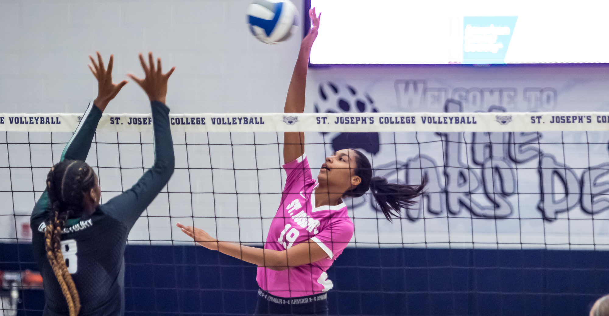 Women's Volleyball Upends Old Westbury in Four Sets for First Skyline Win