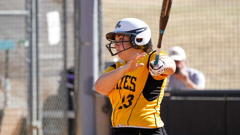 Softball splits day two; takes series over Trinity