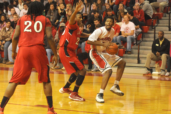 Huntingdon men rally late, advance to USA South semifinals