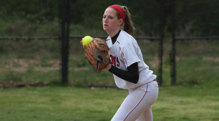 Softball Suffers Two Losses on Final Day in Fort Myers