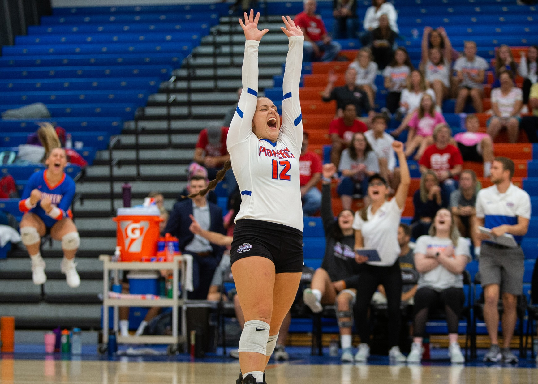 Volleyball goes 4-0 at UW-Platteville Invite, Asche and Kalinowski named All-Tournament