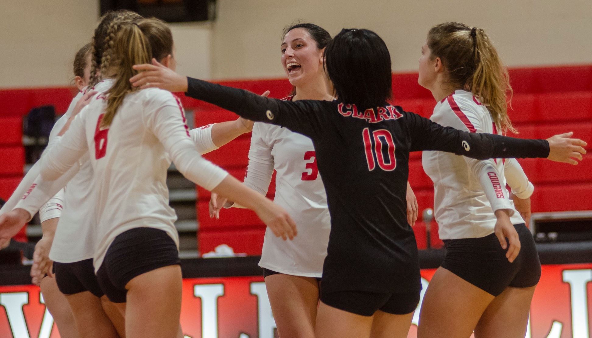 VB: Cougars Nab 3-1 Win at Mount Holyoke
