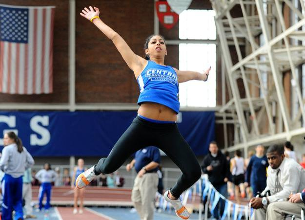 Women 8th, Saunders Named Outstanding Field Performer
