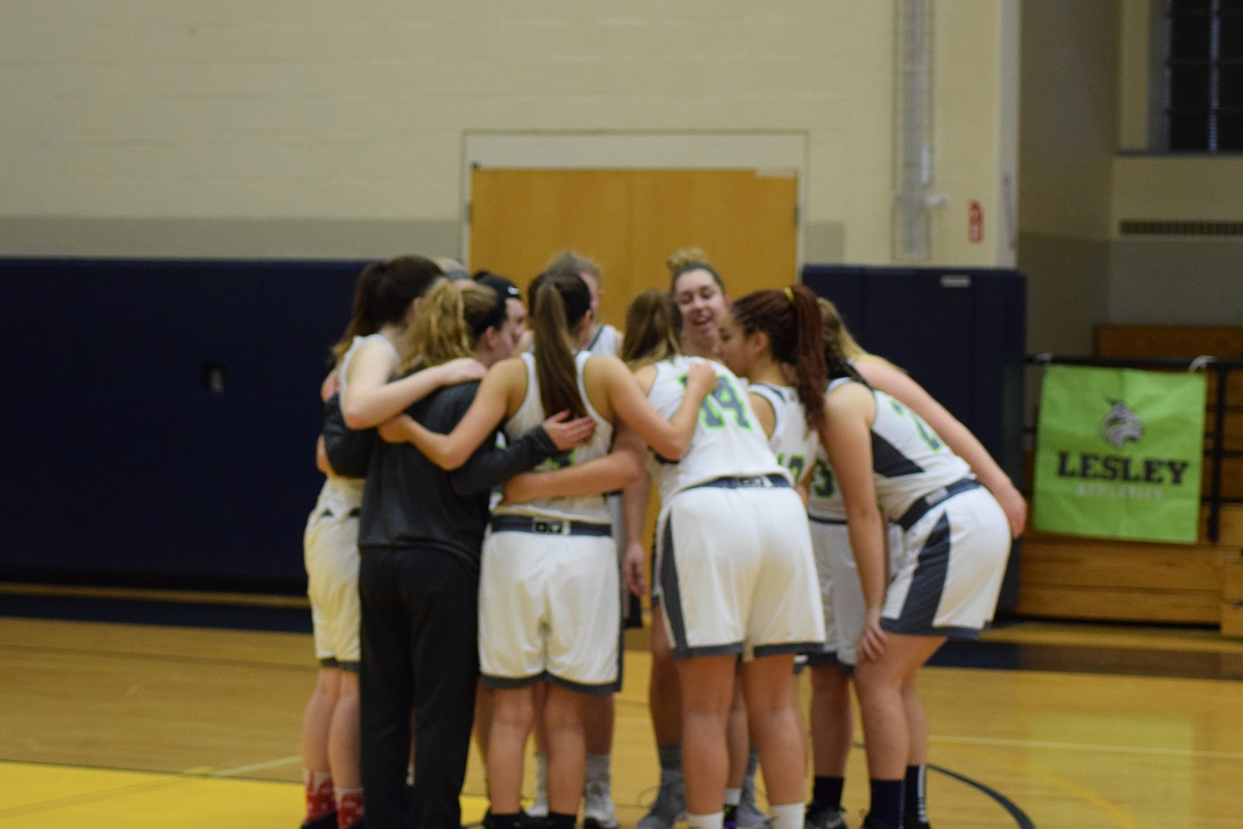 Lynx Slip Up at Becker