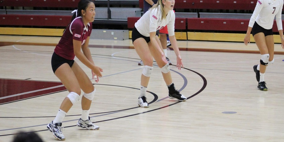 Comia Ties Program Record with 36 Digs in Four-Set Match; Volleyball Takes Set at Wilmington