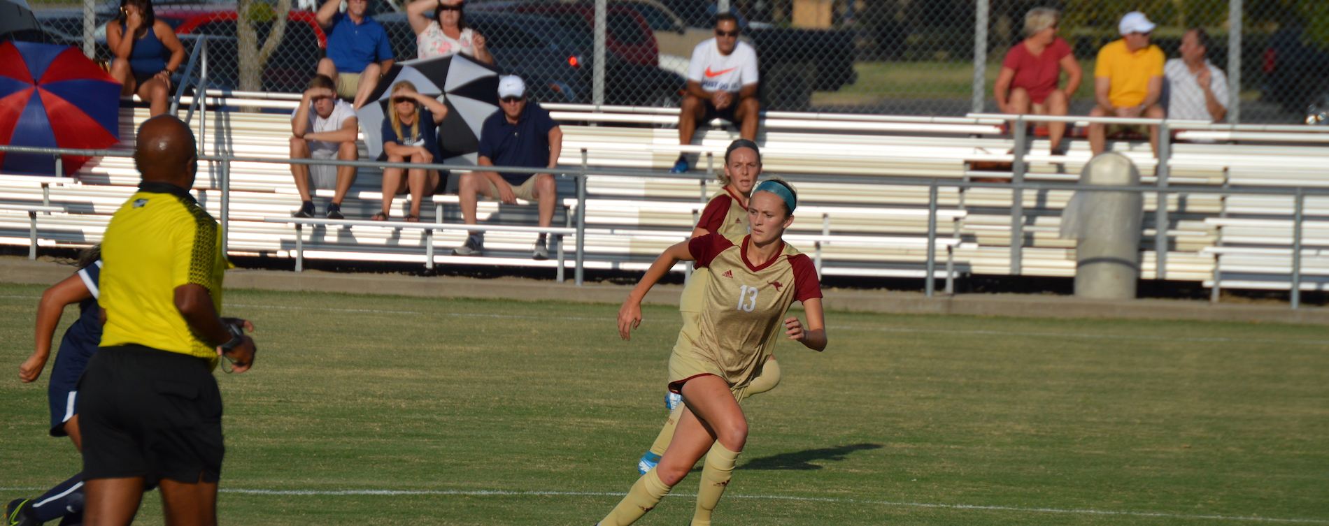 'Roos Edged by UT-Dallas