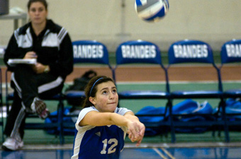 Volleyball falls to top-ranked Emory, 3-0, but holds on to defeat Chicago, 3-2