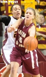 Golden Gophers Overwhelm SCU Women
