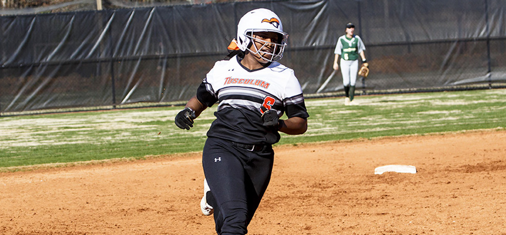 Pioneers split season opener at Southern Wesleyan
