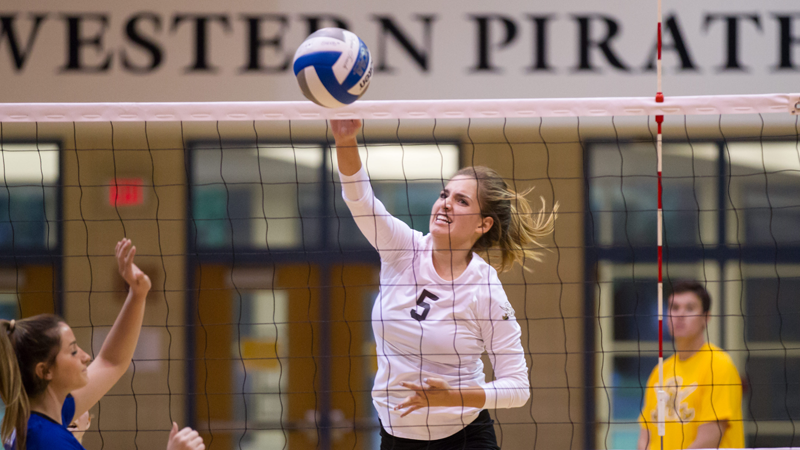 #3 Volleyball closes invitational with sweep to remain unbeaten