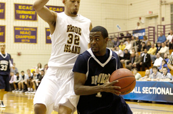 Men's hoops run comes to a halt at Williams, 71-57