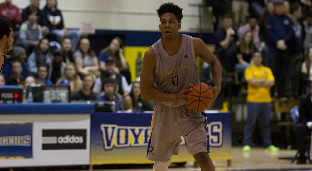 MBB | Gray's Career Night Propels Voyageurs to Victory
