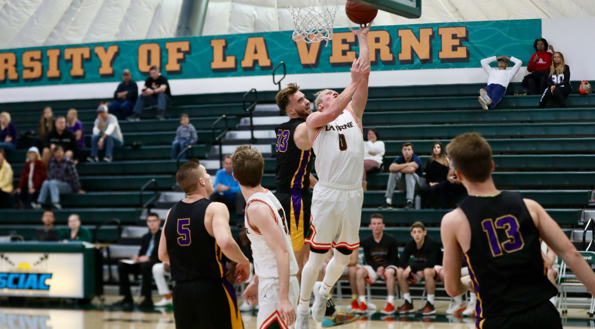 Men's Basketball nearly upsets first place Occidental