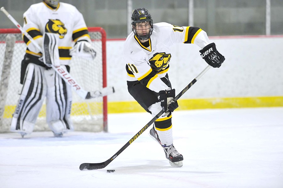 Nor'Easters Storm Past Hockey in Leopards' Road Finale