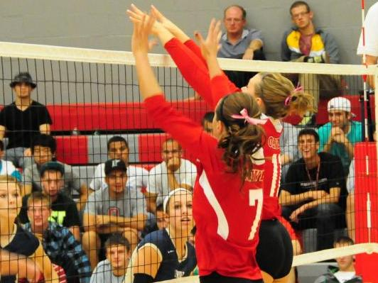 Volleyball team splits two matches, beats Adrian in MIAA regular season finale