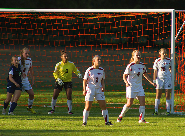 Cats Knot with Dogs 2-2 in Women's Soccer Actions
