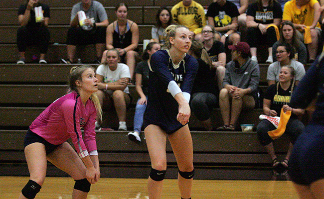 Women's Volleyball Falls to Calvin