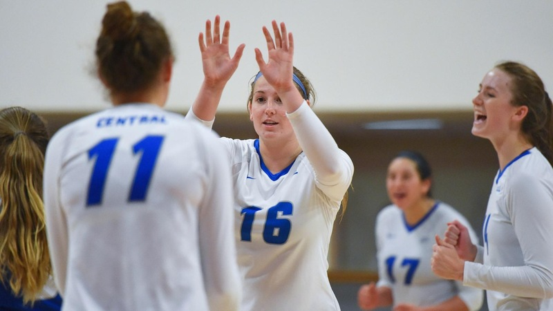 Volleyball Takes Five-Set Thriller at Sacred Heart Friday