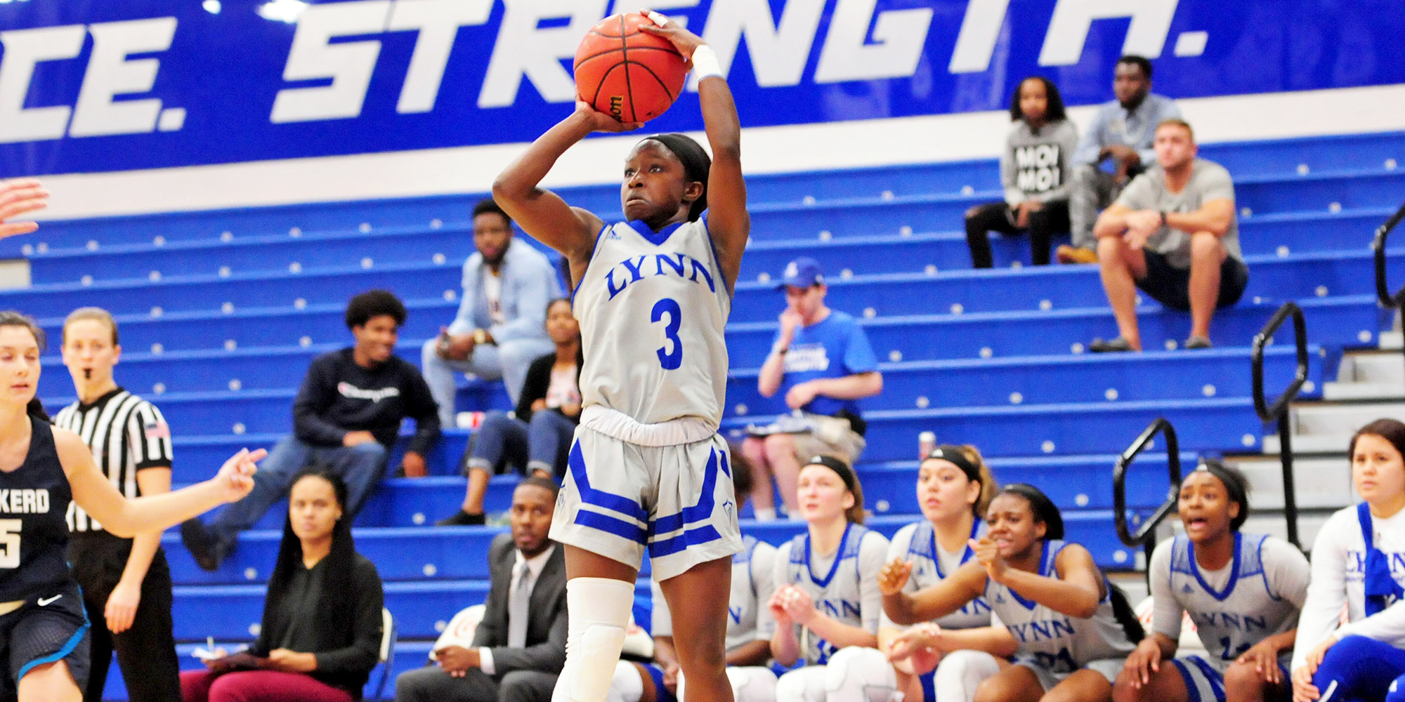 Women's Basketball Knocks Off Eckerd in Waning Minutes