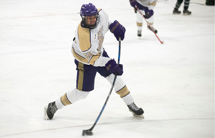 Men's Ice Hockey Loses Series Finale to Saint Anselm, 4-2, Remains Tied for First