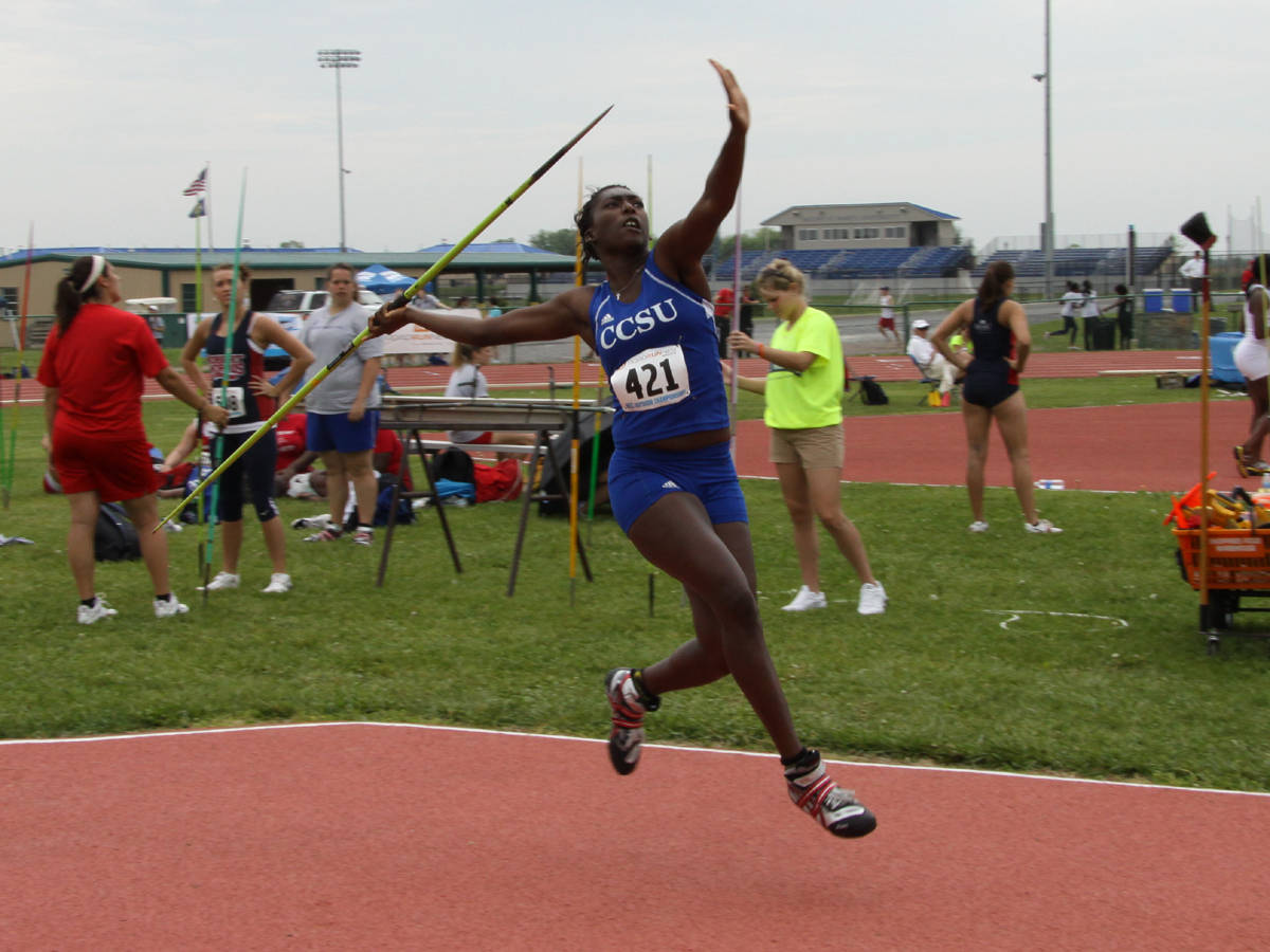 Lomotey Finishes Seventh at UConn Meet