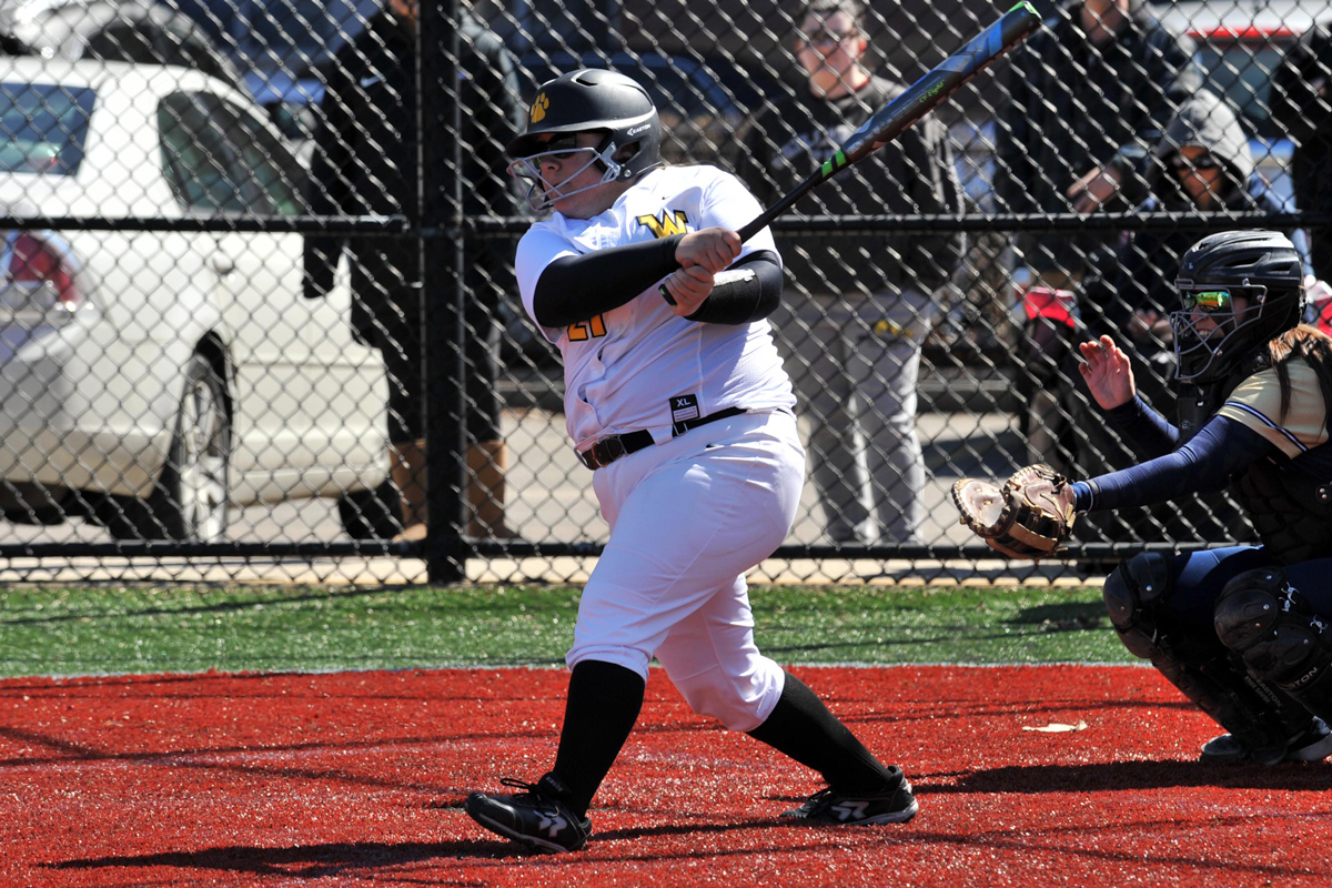 Softball Collects First Conference Win With Split at Gordon