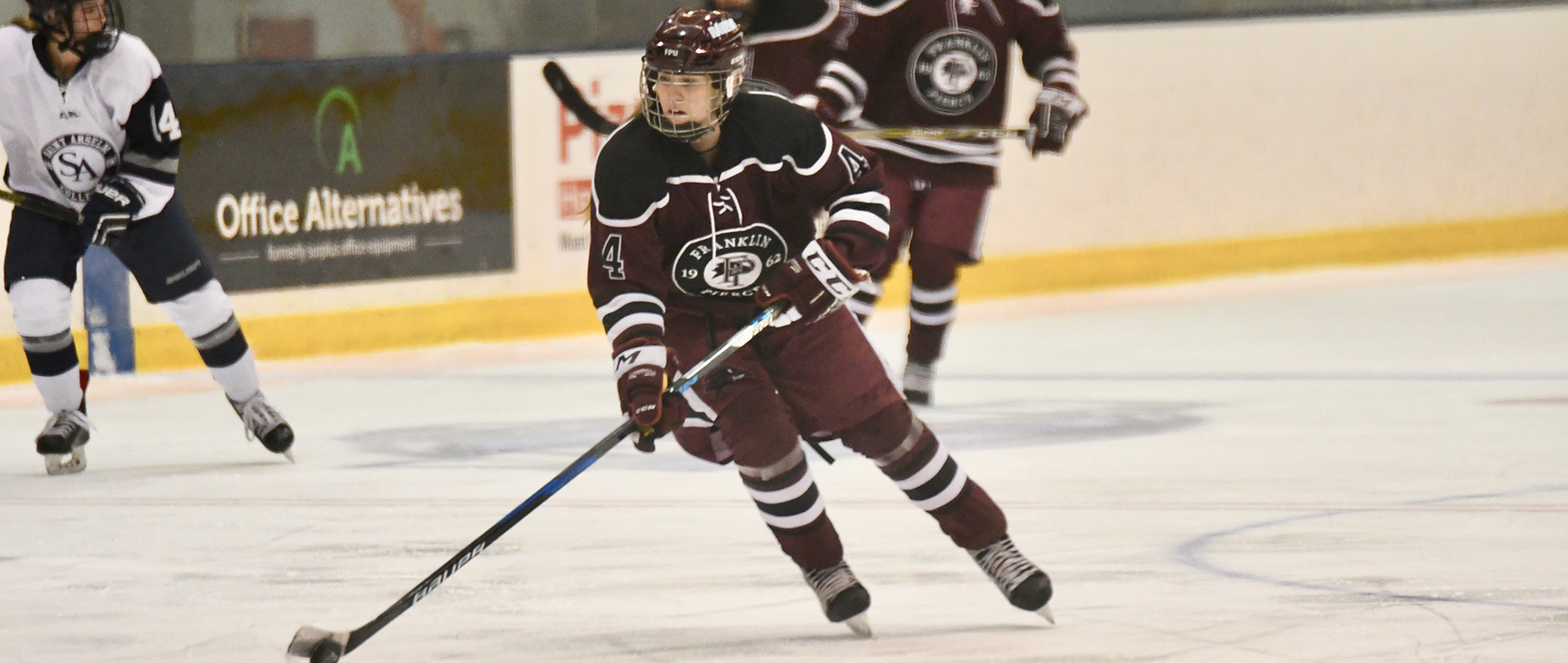Holmes Nets Pair, Women's Ice Hockey Finishes Weekend Sweep at Saint Michael's, 3-0