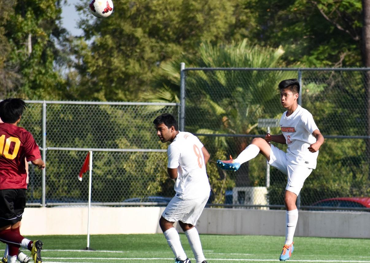 Men's Soccer Holds Pomona-Pitzer Early in SCIAC Battle