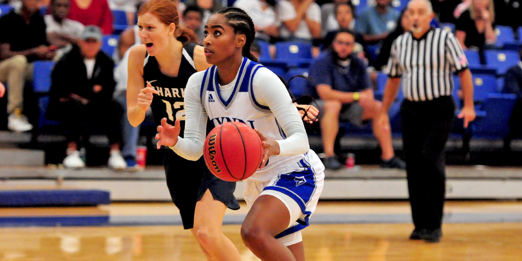 Women's Basketball Holds off Lions in Road Win