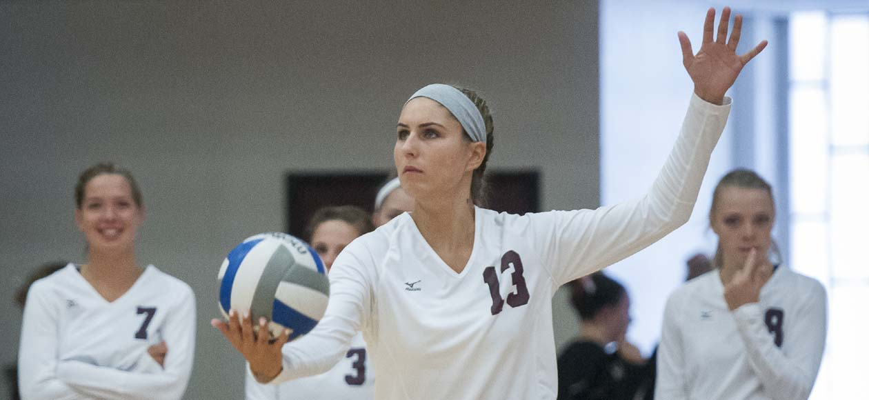 Women's Volleyball Rolls Over Middlebury, Falls to Williams In New England Challenge