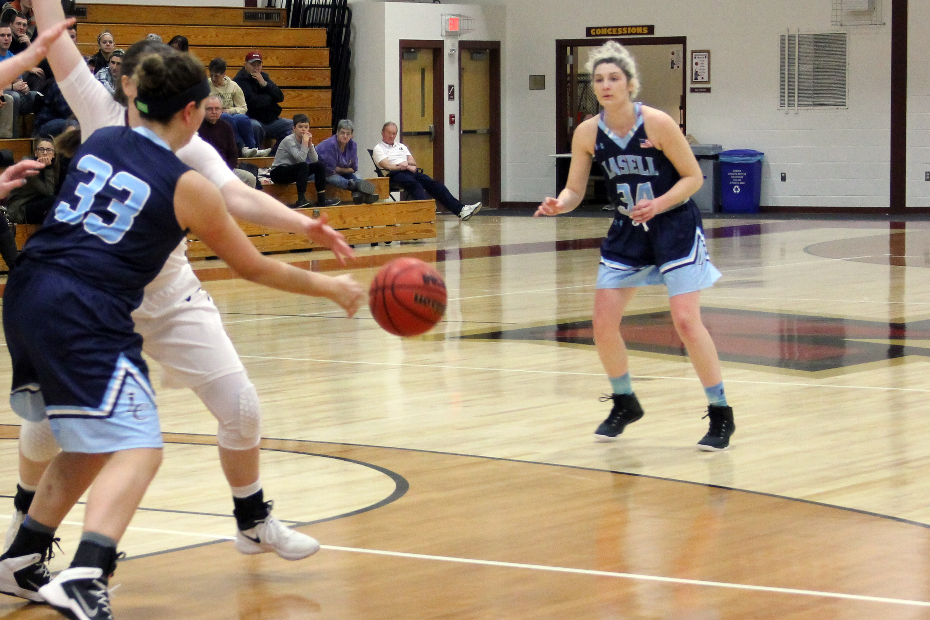 Lasell Women's Basketball falls to Saint Joseph's (Maine)