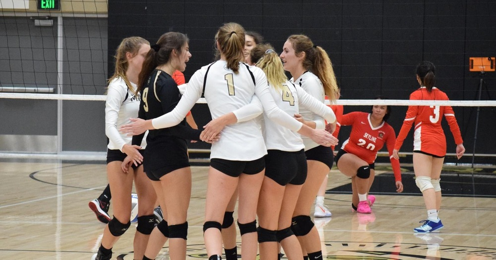 Mariners' Volleyball Sweeps Past DVC Vikings 3-0